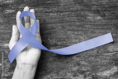 Carta da parati Periwinkle blue ribbon awareness with color bow on hand support for stomach and