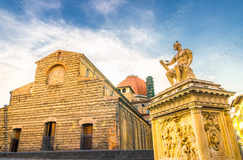 Fényképezés Basilica di San Lorenzo Cappelle Medicee chapel and Giovanni delle Bande Nere mo