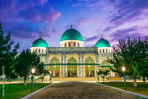 Obraz na płótnie Khoja Ahror Valiy mosque in Tashkent, Uzbekistan
