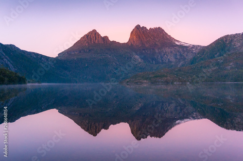 Foto auf Gartenposter Rosa hell Cradle Mountain reflected in lake Dove at sunrise
