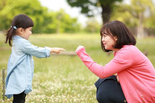Fotografia  ジャンケンする親子