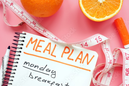 Cuadros en Lienzo Meal plan for weight loss with orange on pink surface.