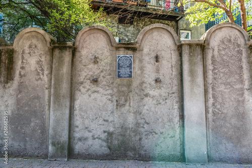 Fototapeta Jewish ghetto wall in Podgorze, Krakow, Poland obraz