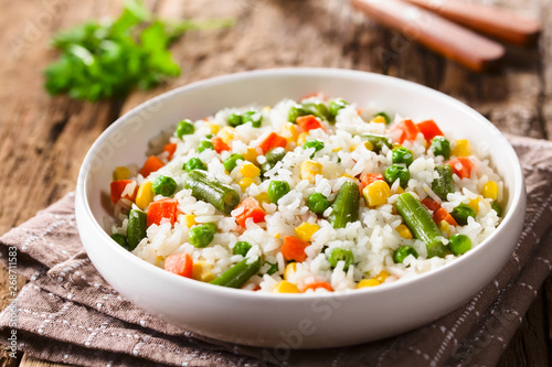 Obraz na plátně Cooked white rice mixed with colorful vegetables (onion, carrot, green peas, cor
