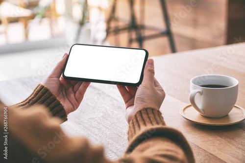 Mockup image of woman's hand holding black mobile phone with blank screen horizo Billede på lærred