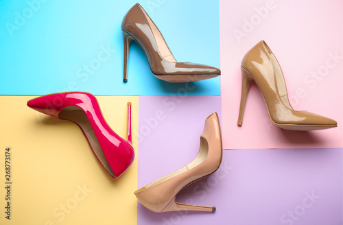 Fotografia  Different stylish high heeled shoes on color background