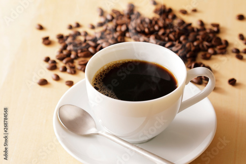 Fotografija コーヒー Coffee cup on wooden background