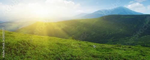 Keuken foto achterwand Blauwe hemel Mountains landscape in the summer