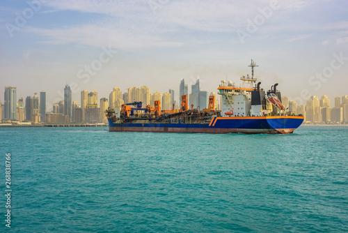 Oil tanker ship leaving the Dubai marina Tablou Canvas