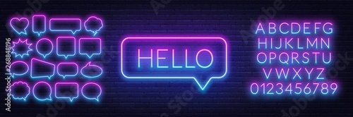 Photo  Neon sign of word hello in speech bubble frame on dark background