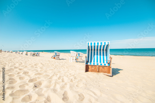 Foto op Plexiglas Caraïben Beach in Westerland with the typical german roofed beach chairs or