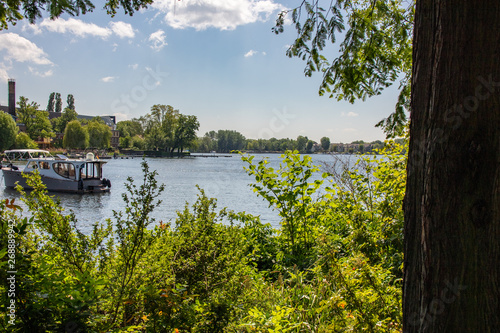 Foto Romantic views of the river Dahme and Spree in Berlin Koepenick with houses on t