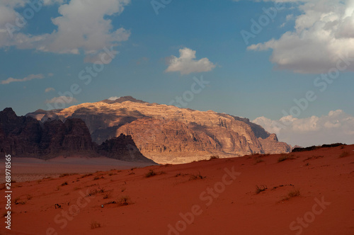Foto auf Leinwand Violett rot wadi rum desert landscape in Jordan