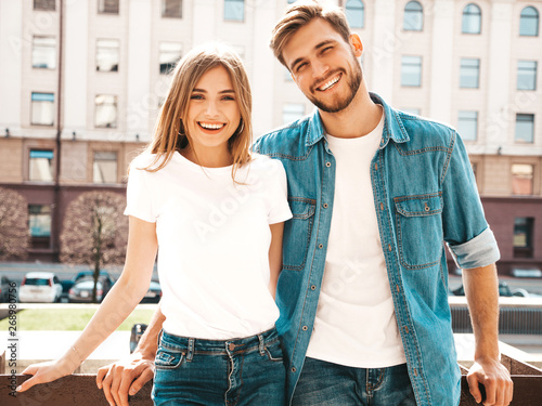 Fotografía  Portrait of smiling beautiful girl and her handsome boyfriend