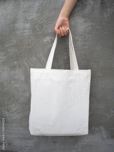 Fotografering Blank white tote bag canvas fabric with handle mock up design
