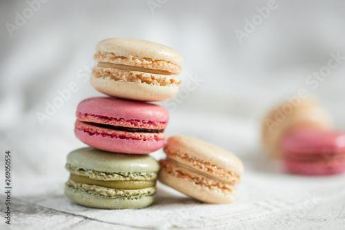Fotobehang Macarons Pyramide de macarons colorés