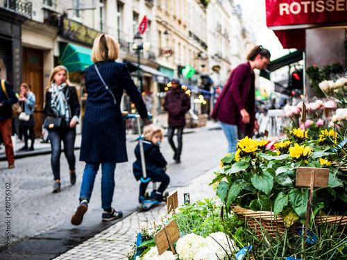 Obraz パリの商店街 - fototapety do salonu