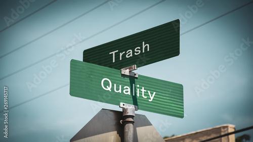 Fotomural  Street Sign to Quality versus Trash