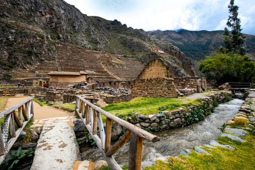 Obraz Ancient huge stony Ollantaytambo constructions and bastille - fototapety do salonu