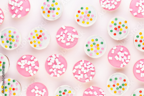 Poster Hibou Colorful cupcakes on a white background.