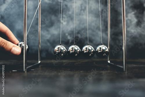 Newton cradle pendulums kinetic balls Fototapeta