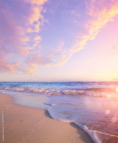 Foto auf AluDibond Flieder Summer Beach Background - Beautiful Sand And Sea And Sunlight