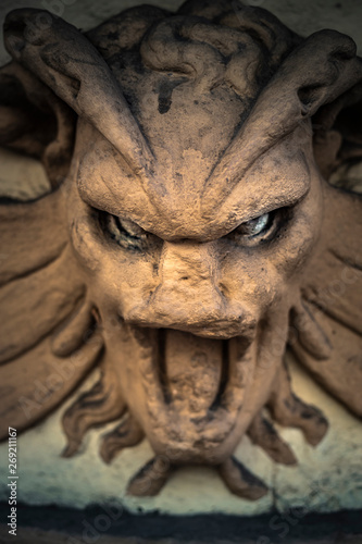 Tablou Canvas a Gargoyle with a very unsettling look
