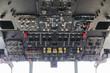 Interno cabina di pilotaggio di un velivolo da trasporto merci quadrimotore turboelica