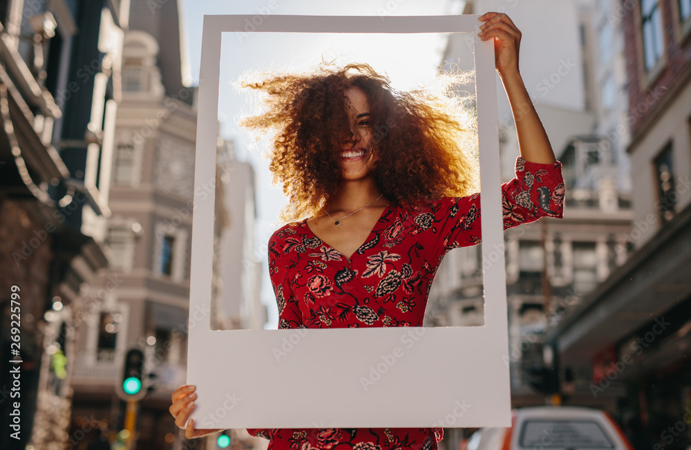 Fototapety, obrazy: Female traveler with empty picture frame
