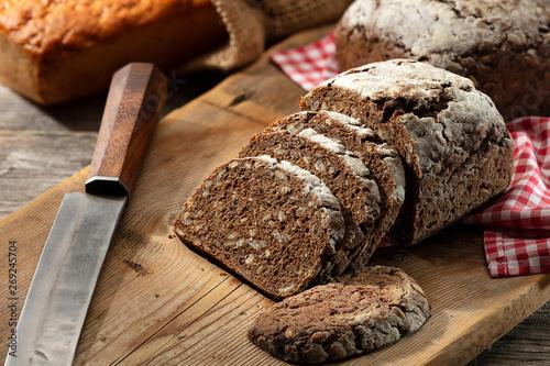 Photo  Germany bread on cutting board.