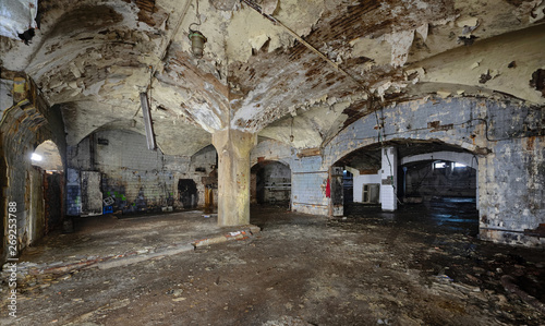 Photographie  Interior of an abandoned underground wine cellar and warehouse of the 19th century
