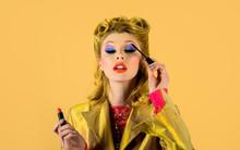 Pin-up Woman Applying Mascara On False Eyelashes. Retro Girl Applying Mascara. Woman Paints Eyelashes. Perfect Makeup, Cosmetics, Visage. Retro Vintage Beauty Female. Retro Hairstyle. Creative Makeup.