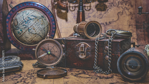 In de dag Schip Antique Bronze Telescope, Compass And Old Collection On Treasure Box
