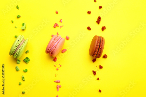Fotobehang Macarons Tasty macarons on color background