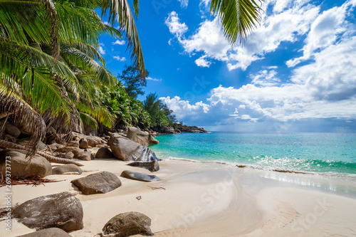 Photo Perfect untouched tropical beach Seychelles