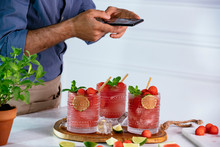 Food Blogger Using Smartphone ...
