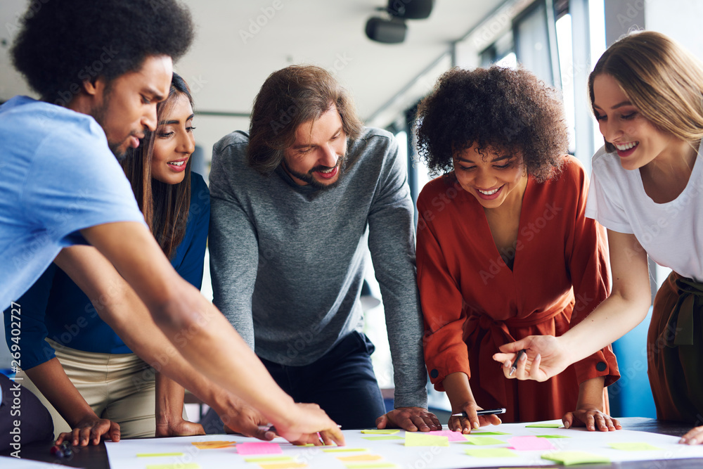 Fototapety, obrazy: Creative business people planning with adhesive note