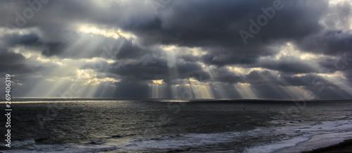 Sunbeams over ocean Slika na platnu