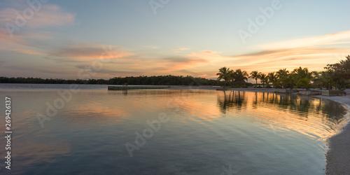 Cuadros en Lienzo Sunset over the beach, Turneffe Island, Belize