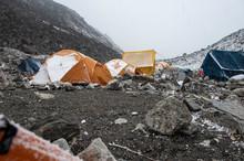 Zelte Mit Schnee Im Basislager...