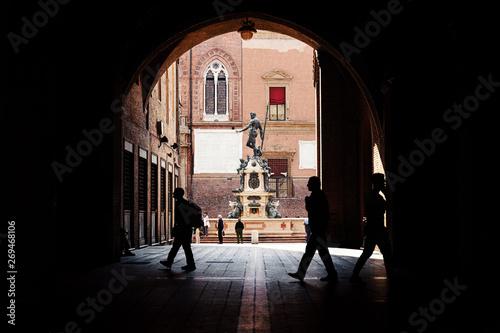 Obraz na plátně Neptune fountain in the Piazza Maggiore in Bologna, Italy