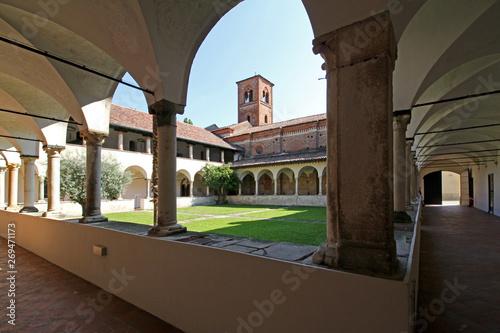 il chiostro dell'abbazia di Mirasole, nei pressi di Milano Canvas Print