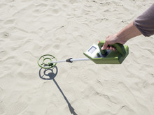 Metal Detector Searching For T...