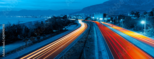 Fotografia, Obraz Long exposure photo of traffic on the move