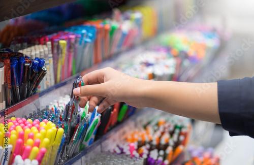 Fotografía Close up hands choosing school stationery in the supermarket.