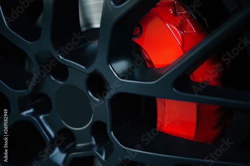 Fotografía  Car braking system. Sport car front wheel support brake