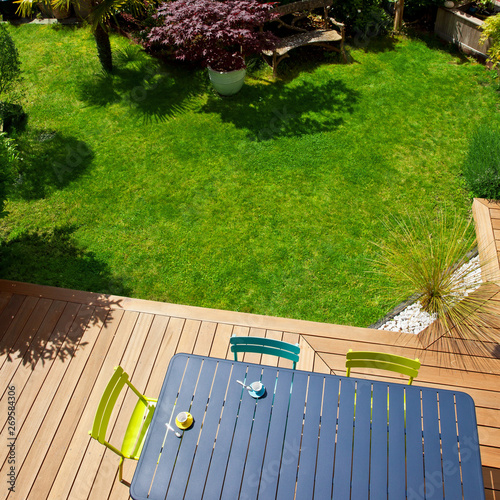 Salon de jardin moderne sur terrasse en bois exotic - Buy ...
