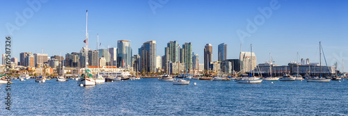 Poster Gris San Diego skyline California downtown panorama banner city sea skyscrapers boats