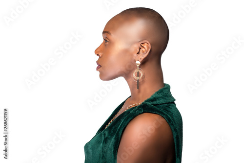 Fotomural  Beautiful black African American female model posing confidently with bald hairstyle on a white background