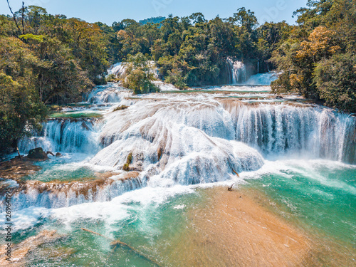 Carta da parati Aerial view of the majestic turquoise waterfalls at Agua Azul in Chiapas, Mexico